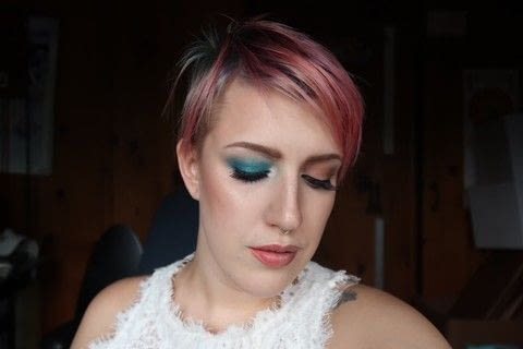 Pops of color for Ariana Grande .  Free tutorial with pictures on how to create a green eye makeup look in under 25 minutes by applying makeup with eyeshadow pencil, eyeshadow, and eyeliner. Inspired by ariana grande. How To posted by awesomebrittnie .  in the Beauty section Difficulty: Simple. Cost: 3/5. Steps: 1