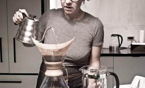 Learn how-to brew a Pourover Brew coffee with Quantum Coffee in Toronto .  Free tutorial with pictures on how to make a coffee in under 4 minutes by mixing drinks with coffee. Recipe posted by A Bite To Eat.  in the Recipes section Difficulty: Simple. Cost: Cheap. Steps: 2