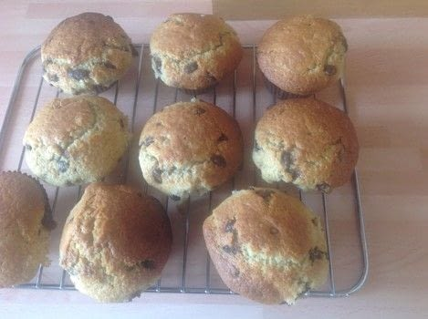 .  Free tutorial with pictures on how to bake a chocolate chip muffin in under 40 minutes by cooking and baking with plain flour, baking powder, and bicarbonate of soda. Recipe posted by Super Madcow.  in the Recipes section Difficulty: Easy. Cost: Cheap. Steps: 5