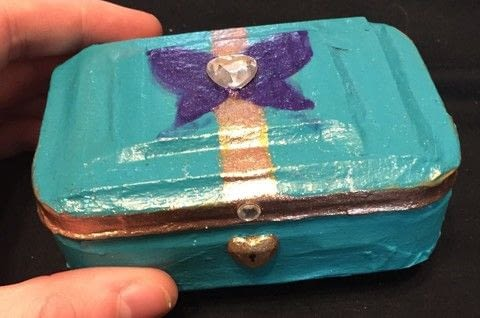 .  Make a mint tin for trinkets in under 180 minutes Inspired by japanese, legend of zelda, and sushi. Version posted by Kinhime Dragon. Difficulty: 3/5. Cost: No cost.