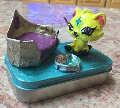 .  Make a mint tin for trinkets Inspired by creatures. Version posted by Kinhime Dragon. Difficulty: 4/5. Cost: No cost.