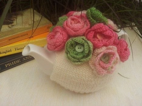 This cosy was inspired by my love of tea cosies and roses.  .  Free tutorial with pictures on how to make a tea cozy in 3 steps by crocheting and knitting Inspired by roses. How To posted by Louise G.  in the Yarncraft section Difficulty: Easy. Cost: Absolutley free.