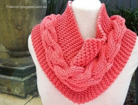 The key to this cowl is to use a chunky yarn in a vibrant colour. .  Free tutorial with pictures on how to make a cowl in 1 step by knitting with knitting needles and chunky yarn. How To posted by Louise G.  in the Yarncraft section Difficulty: Simple. Cost: 3/5.