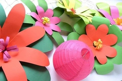 Make giant paper tropical flowers for a Moana party or luau this summer. .  Free tutorial with pictures on how to make a paper flower in under 120 minutes using poster board and we r memory keepers template studio starter kit. How To posted by Aly D.  in the Decorating section Difficulty: 3/5. Cost: 3/5. Steps: 9