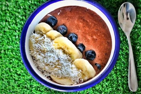 Quick chocolate and banana smoothie bowl with blueberries and coconut! .  Free tutorial with pictures on how to make a smoothie bowl in under 5 minutes by cooking with banana, blueberries, and cocoa powder. Recipe posted by Cat Morley.  in the Recipes section Difficulty: Simple. Cost: Cheap. Steps: 4