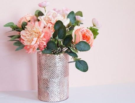 Create a centerpiece that lasts!  .  Free tutorial with pictures on how to make decorative tablewear in under 20 minutes by decorating How To posted by Afloral.  in the Home + DIY section Difficulty: Easy. Cost: 3/5. Steps: 6