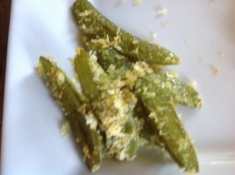 Crunchy Garlic Peas .  Free tutorial with pictures on how to cook a vegetable dish in under 20 minutes by cooking and baking with snow peas, oil, and ½ cup panko breadcrumbs. Recipe posted by Super Madcow.  in the Recipes section Difficulty: Easy. Cost: Cheap. Steps: 5