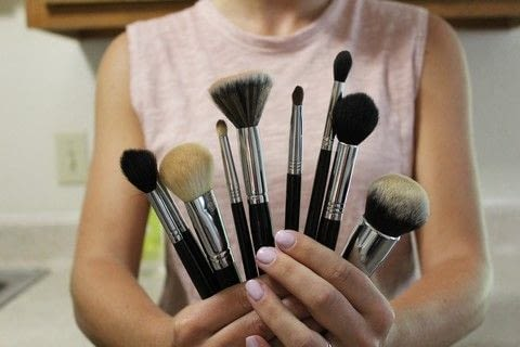 How to clean makeup brushes .  Free tutorial with pictures on how to create a makeup look in under 5 minutes using dish soap and coffee mug. How To posted by Megan.  in the Beauty section Difficulty: Easy. Cost: No cost. Steps: 5
