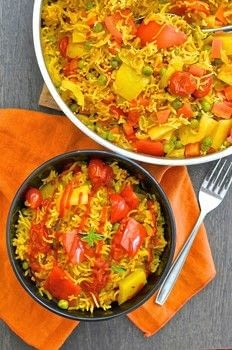 30 minutes & one pot is all that is standing between you & a big bowl full of deliciously spiced, flavourful rice studded with sweet, soft veggies. .  Free tutorial with pictures on how to cook a paella in under 30 minutes using olive oil, onions, and carrot. Inspired by vegetarian, vegan, and vegetables. Recipe posted by Melanie  M.  in the Recipes section Difficulty: Simple. Cost: 3/5. Steps: 4