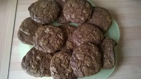 .  Free tutorial with pictures on how to bake a chocolate cookie in under 30 minutes by cooking and baking with dark chocolate, butter, and brown sugar. Recipe posted by Super Madcow.  in the Recipes section Difficulty: Easy. Cost: Cheap. Steps: 9