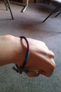 Super easy and looks so cute! .  Free tutorial with pictures on how to braid a friendship bracelet in under 15 minutes by knotting with string, scissors, and hemp cord . Inspired by fun & games and hippy. How To posted by VillainousNinja.  in the Jewelry section Difficulty: Easy. Cost: Absolutley free. Steps: 10
