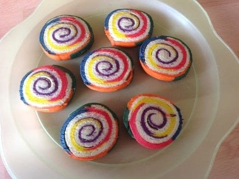 .  Free tutorial with pictures on how to bake a pinwheel cookie in under 90 minutes by cooking and baking with sugar, icing sugar, and salt. Recipe posted by Super Madcow.  in the Recipes section Difficulty: Easy. Cost: Cheap. Steps: 15