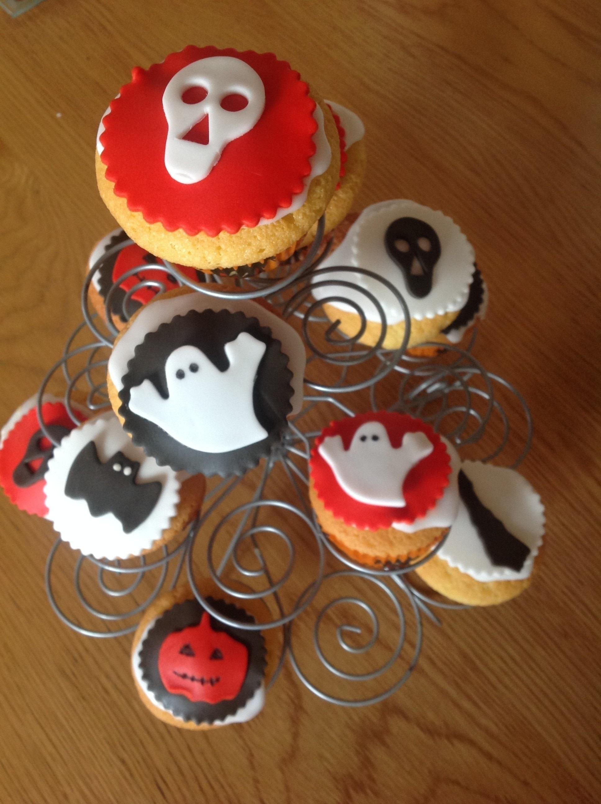 spooky halloween cupcakes · how to bake a sponge cake · recipes on