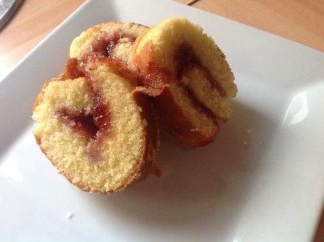 .  Free tutorial with pictures on how to bake a sponge cake in under 30 minutes by cooking and baking with self-raising flour, baking powder, and sugar. Recipe posted by Super Madcow.  in the Recipes section Difficulty: Easy. Cost: Cheap. Steps: 7