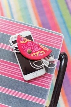 Binding Curves   Make A Nifty Little Ear Phone Holder   A Great Christmas Gift! .  Free tutorial with pictures on how to decorate headphones in under 60 minutes by sewing with fabric. How To posted by jemima schlee.  in the Sewing section Difficulty: Simple. Cost: Cheap. Steps: 9