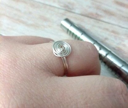 A super easy and super cheap DIY! .  Free tutorial with pictures on how to make a wire swirl ring in under 10 minutes using 22 gauge artistic wire. How To posted by Shelly O.  in the Jewelry section Difficulty: Easy. Cost: Absolutley free. Steps: 5