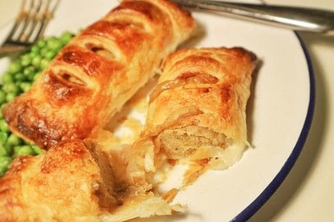 Vegetarian sausage rolls filled with Welsh rarebit sauce! .  Free tutorial with pictures on how to cook a sausage roll in under 20 minutes by cooking with puff pastry, quorn, and milk. Recipe posted by Cat Morley.  in the Recipes section Difficulty: Simple. Cost: Cheap. Steps: 10
