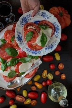 Artful Eating .  Free tutorial with pictures on how to cook a Caprese salad in under 5 minutes by cooking with tomatoes, mozzarella, and basil leaves. Recipe posted by Black & White Publishing.  in the Recipes section Difficulty: Simple. Cost: Cheap. Steps: 4
