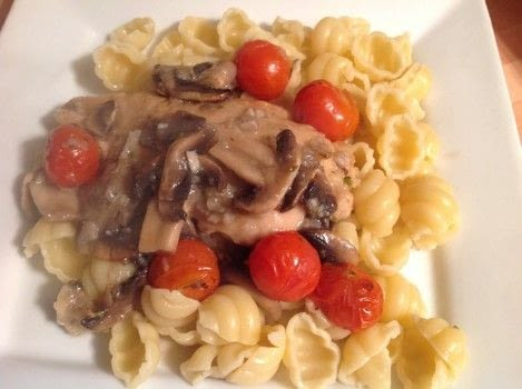 Italian chicken with tomatoes & mushrooms  .  Free tutorial with pictures on how to cook a chicken dish in 7 steps by cooking and baking with chicken breast, dried oregano, and salt. Recipe posted by Super Madcow.  in the Recipes section Difficulty: Easy. Cost: 3/5.
