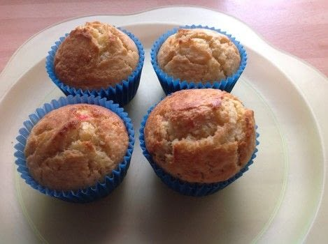 .  Free tutorial with pictures on how to bake a muffin in under 40 minutes by cooking and baking with flour, sugar, and baking powder. Recipe posted by Super Madcow.  in the Recipes section Difficulty: Easy. Cost: Cheap. Steps: 6