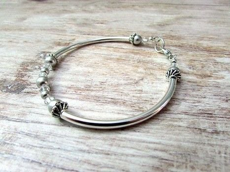 Super easy and elegant crystal bangle bracelet .  Free tutorial with pictures on how to make a bangle in under 30 minutes by jewelrymaking with beads, swarovski crystal combo pack, and bead caps. How To posted by Shelly O.  in the Jewelry section Difficulty: Easy. Cost: 3/5. Steps: 6