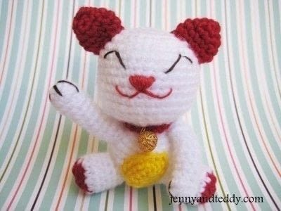 Crochet a Lucky Cat .  Free tutorial with pictures on how to make a cat plushie in 6 steps by crocheting and amigurumi with acrylic yarn, stuffing, and pin. Inspired by chinese and cats. How To posted by jennyandteddy.  in the Yarncraft section Difficulty: Easy. Cost: Cheap.