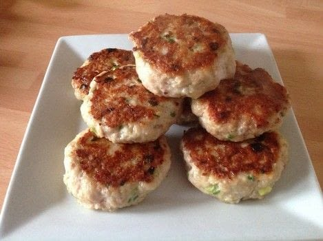 Chicken burgers  .  Free tutorial with pictures on how to cook a chicken burger in under 15 minutes by cooking with mince, panko, and spring onions. Recipe posted by Super Madcow.  in the Recipes section Difficulty: Easy. Cost: Cheap. Steps: 4