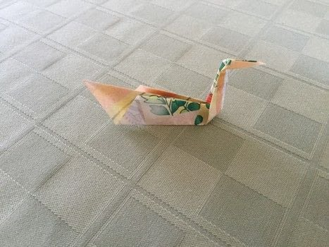 .  Free tutorial with pictures on how to fold an origami bird in under 5 minutes by papercrafting, paper folding, and paper folding with square sheet of paper. Inspired by animals and birds. How To posted by The Dark Vixen.  in the Papercraft section Difficulty: Easy. Cost: Absolutley free. Steps: 13