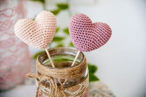 Small crochet hearts .  Free tutorial with pictures on how to crochet a heart in under 30 minutes by crocheting with dk cotton yarn, crochet hook, and yarn needle. How To posted by Lou.  in the Yarncraft section Difficulty: Simple. Cost: No cost. Steps: 4