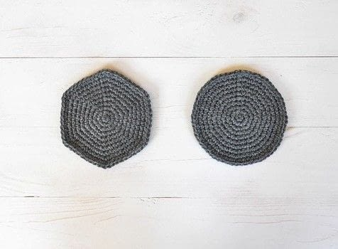 Learn how to make a perfect crochet circle .  Free tutorial with pictures on how to make a crochet in under 30 minutes by crocheting with worsted weight yarn and 4 mm hook. How To posted by Lou.  in the Yarncraft section Difficulty: Easy. Cost: No cost. Steps: 6