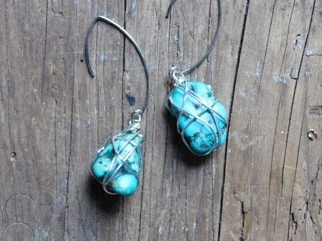 Wire wrapped silver and turquoise earrings .  Free tutorial with pictures on how to make a dangle earring in under 20 minutes by jewelrymaking with stone beads, wire, and earring hooks. How To posted by Adrienne the Crafty Little Gnome.  in the Jewelry section Difficulty: Simple. Cost: 3/5. Steps: 4