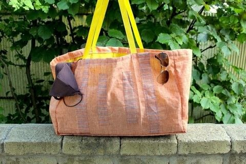 Create this cool beach bag .  Free tutorial with pictures on how to make a bag in 6 steps using fabric, sewing machine, and pins. Inspired by clothes & accessories. How To posted by The Berry Cat.  in the Sewing section Difficulty: Simple. Cost: Cheap.