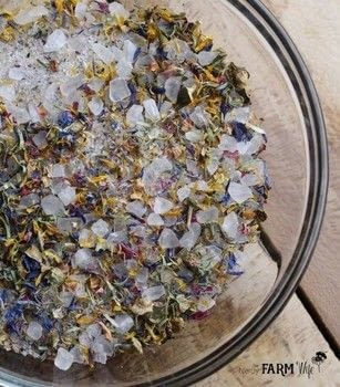 A bath soak that is like a walk through a flower garden  .  Free tutorial with pictures on how to make a bath salt in under 5 minutes by making beauty products How To posted by Jan B.  in the Beauty section Difficulty: Easy. Cost: Absolutley free. Steps: 4