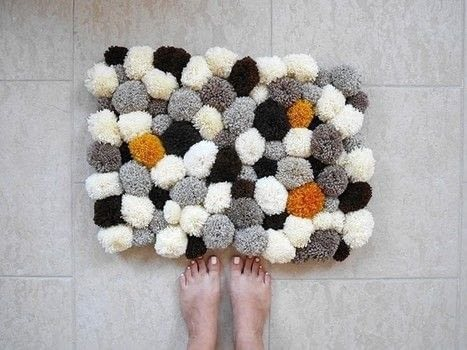 How to make a pom pom rug for your bathroom .  Free tutorial with pictures on how to make a mat/rug in 5 steps by yarncrafting with rug. How To posted by Lou.  in the Yarncraft section Difficulty: Easy. Cost: No cost.