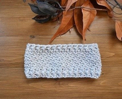 Make a stylish crochet headband in a few minutes .  Free tutorial with pictures on how to make ear muffs in under 45 minutes by crocheting with weight, 6 mm crochet hook, and yarn needle. How To posted by Lou.  in the Yarncraft section Difficulty: Simple. Cost: No cost. Steps: 2
