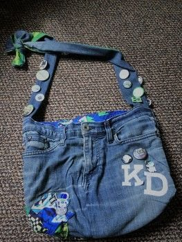What to do with an old pair of torn up jeans??? .  Sew a denim bag in under 60 minutes by sewing with jeans, lining fabric, and fusible interfacing. Creation posted by SilverM0on.  in the Sewing section Difficulty: Simple. Cost: Absolutley free.
