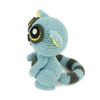 .  Free tutorial with pictures on how to make an animal plushie in 11 steps using felt, yarn, and yarn. Inspired by lemur. How To posted by Sabrina S.  in the Yarncraft section Difficulty: Easy. Cost: No cost.