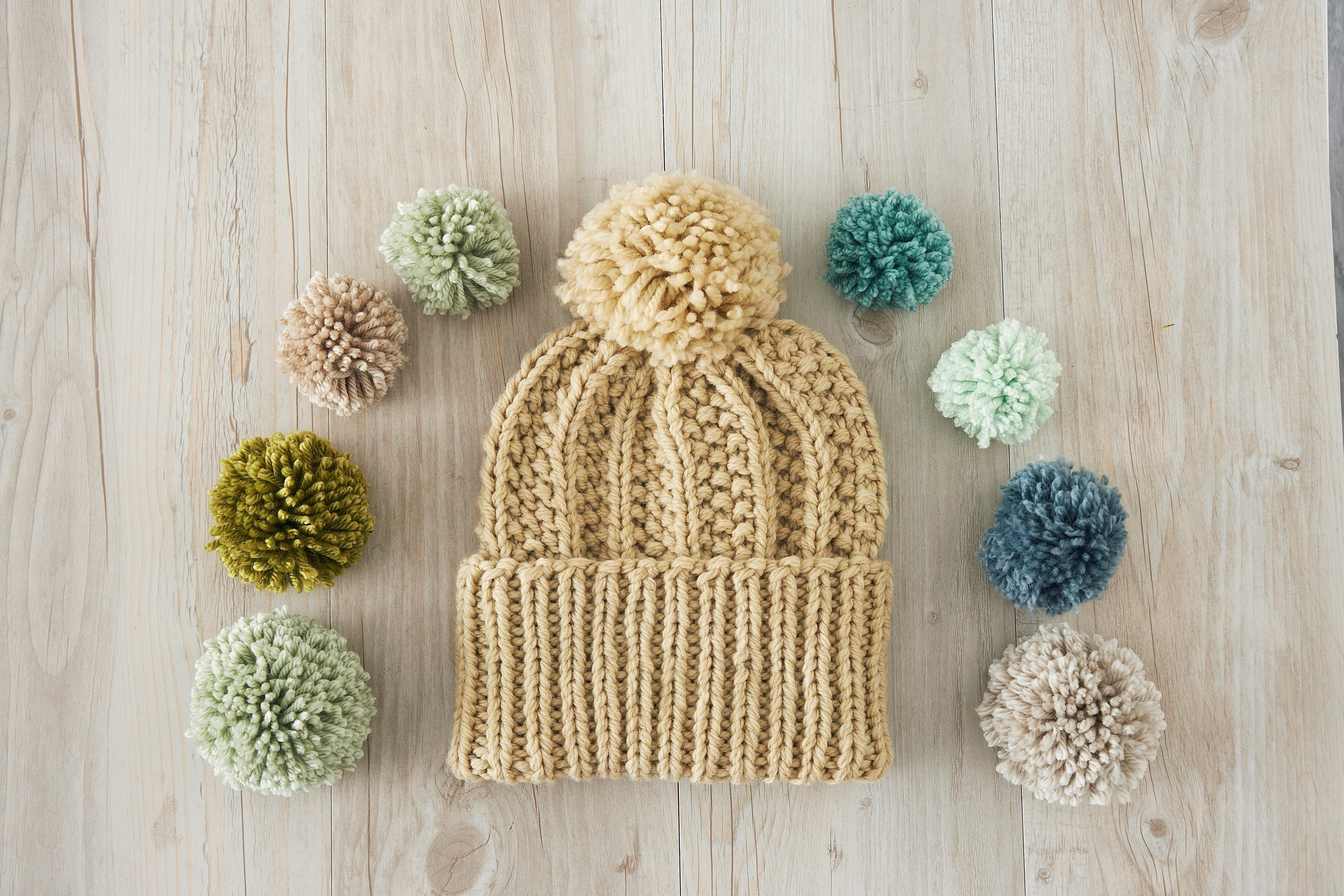 ... 3X1 Seed Rib Stitch Pom-pom hat . Free tutorial with pictures on how to 5e720a1c770