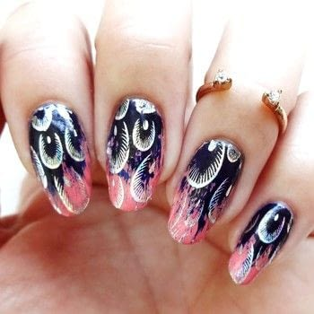 .  Free tutorial with pictures on how to paint an animal print nail in under 30 minutes using coral nail polish, navy blue nail polish, and nail foil adhesive. How To posted by Lacquered Lawyer.  in the Beauty section Difficulty: Easy. Cost: Cheap. Steps: 3