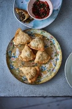 Khazana .  Free tutorial with pictures on how to cook a samosa in under 60 minutes by cooking with olive oil, red onion, and garlic cloves. Recipe posted by Hodder & Stoughton.  in the Recipes section Difficulty: 3/5. Cost: 3/5. Steps: 6