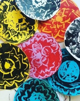 Monoprint mandalas .  Free tutorial with pictures on how to paint a painting in under 60 minutes by printing and creating with cardstock, paint brush, and cotton bud. How To posted by Vesna T.  in the Art section Difficulty: Easy. Cost: No cost. Steps: 4