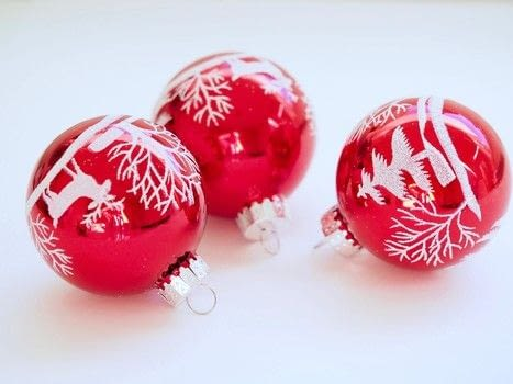 Homemade, Christmas, bauble .  Free tutorial with pictures on how to make a drawing in under 60 minutes using rope. How To posted by Morgan F.  in the Decorating section Difficulty: Easy. Cost: No cost. Steps: 5