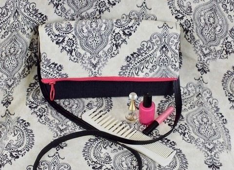 Easy Project Made with Cricut .  Free tutorial with pictures on how to make a clutch in under 60 minutes by sewing with zipper, magnetic snap, and thread. How To posted by Jessica Cramer.  in the Sewing section Difficulty: Simple. Cost: Cheap. Steps: 2