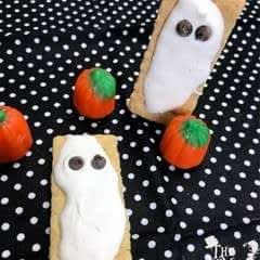 Quick 'n' Cute Graham Cracker Ghosts
