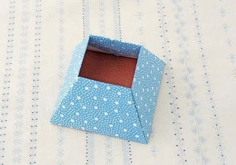 Origami Boxes .  Free tutorial with pictures on how to fold an origami box in under 35 minutes by paper folding with paper. How To posted by Tuttle Publishing.  in the Papercraft section Difficulty: Simple. Cost: Cheap. Steps: 17