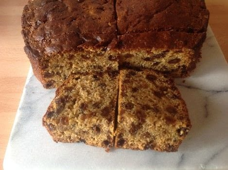 .  Free tutorial with pictures on how to bake a fruit cake in under 60 minutes by cooking and baking with tea, 2 eggs, and dried fruit. Recipe posted by Super Madcow.  in the Recipes section Difficulty: Easy. Cost: Cheap. Steps: 5