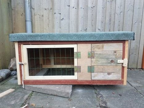 Scrap material bunny house .  Make a pet bed using paint, wood, and screws. Creation posted by EVEnl.  in the Home + DIY section Difficulty: 3/5. Cost: Absolutley free.
