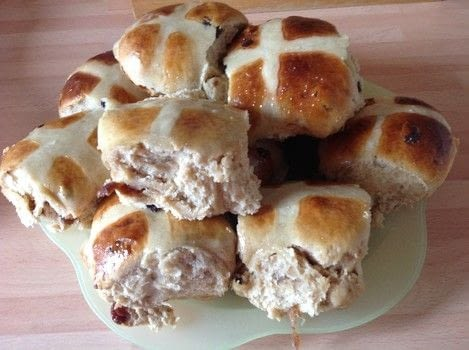.  Free tutorial with pictures on how to bake a hot cross bun in under 150 minutes by cooking and baking with bread flour, plain flour, and brown sugar. Recipe posted by Super Madcow.  in the Recipes section Difficulty: 3/5. Cost: Cheap. Steps: 15