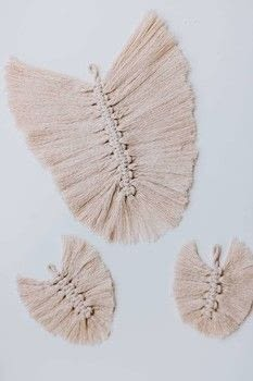 Macrame Feathers DIY .  Free tutorial with pictures on how to tie a knot in under 30 minutes by knotting with cording, wire brush, and scissors. How To posted by Decor Hint.  in the Other section Difficulty: Simple. Cost: Absolutley free. Steps: 4