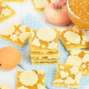 Delicious & Pretty Biscuits with Peach Jam .  Free tutorial with pictures on how to bake a sandwich cookie in under 75 minutes by baking with flour, icing sugar, and egg. Recipe posted by Irena C.  in the Recipes section Difficulty: Simple. Cost: Cheap. Steps: 8